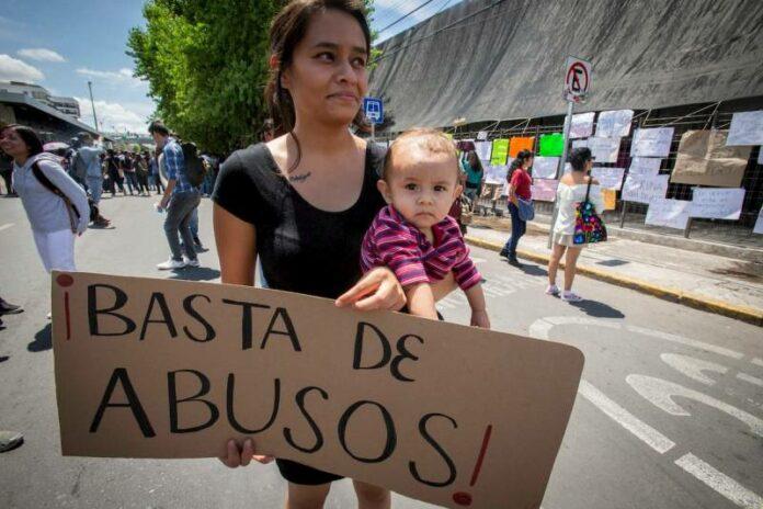 Marchan contra el alza al transporte público en Querétaro