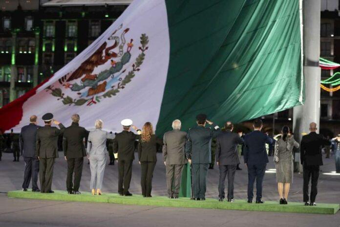 Izamiento de bandera, aniversario de los sismos de 1985 y 2017 Plaza de la Constitución