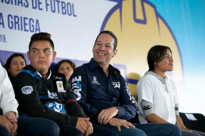 Encabeza Gobernador entrega canchas de futbol en la Unidad Deportiva de La Griega