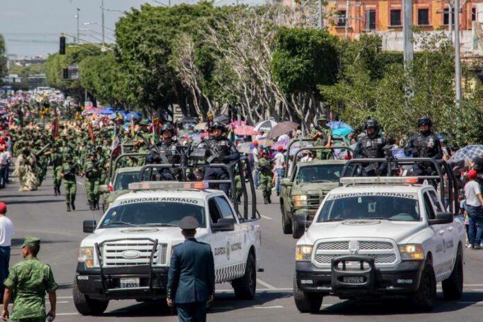 (Galería) Desfile Cívico Militar en Querétaro
