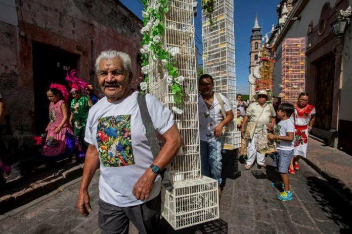 Desfile de pajareros en Querétaro