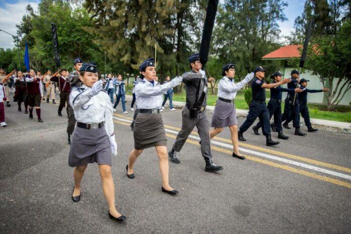 Preparativos para desfile cívico militar en Querétaro
