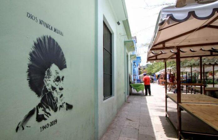 Las calles se pintan de luto por el fallecimiento de Toledo