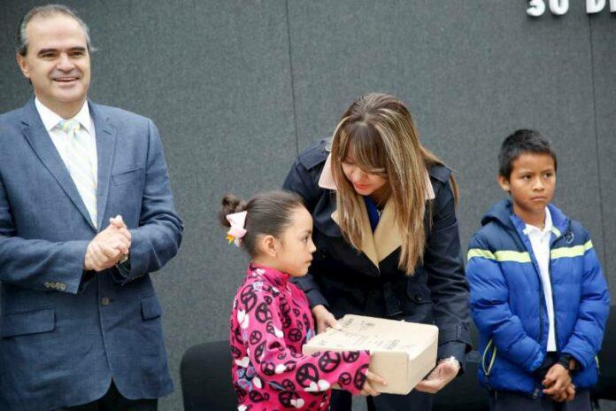 Entregó DIF Estatal útiles escolares gratuitos a niños del CADI 2 y Centros de Día AMA