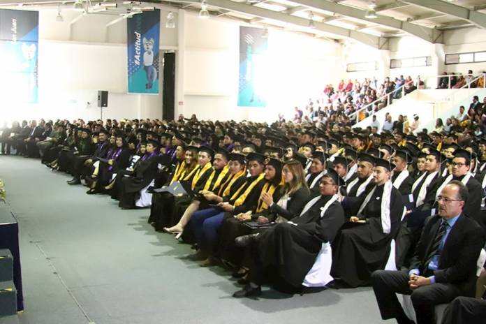 Egresan 667 Técnicos Universitarios de la UTSJR