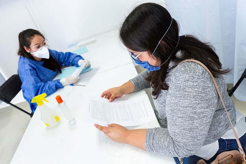 Aplica pruebas UAQ y detecta a 36 portadores del coronavirus