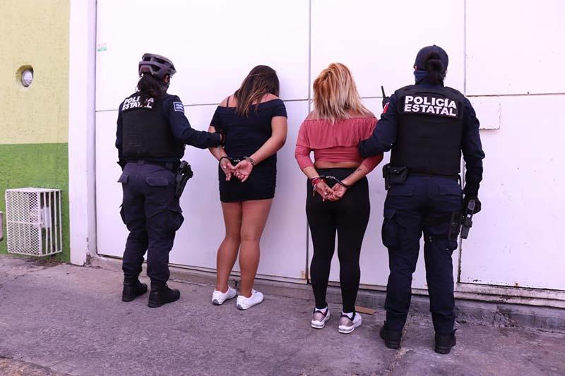 Covid-19, detienen a 2 mujeres por agredir a enfermera en Querétaro