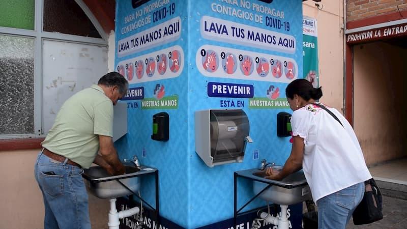 Por Covid-19 instalan lavamanos públicos en Amealco Querétaro