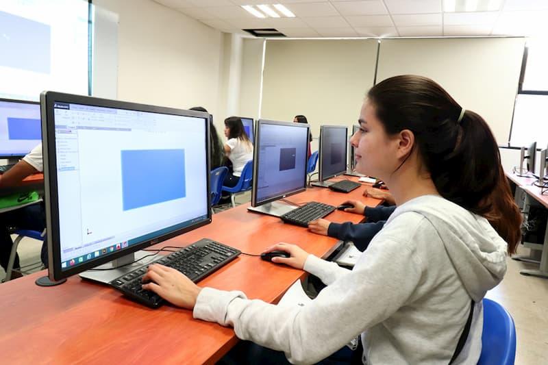 Reanudan 3 mil estudiantes de UTSJR actividades de forma virtual