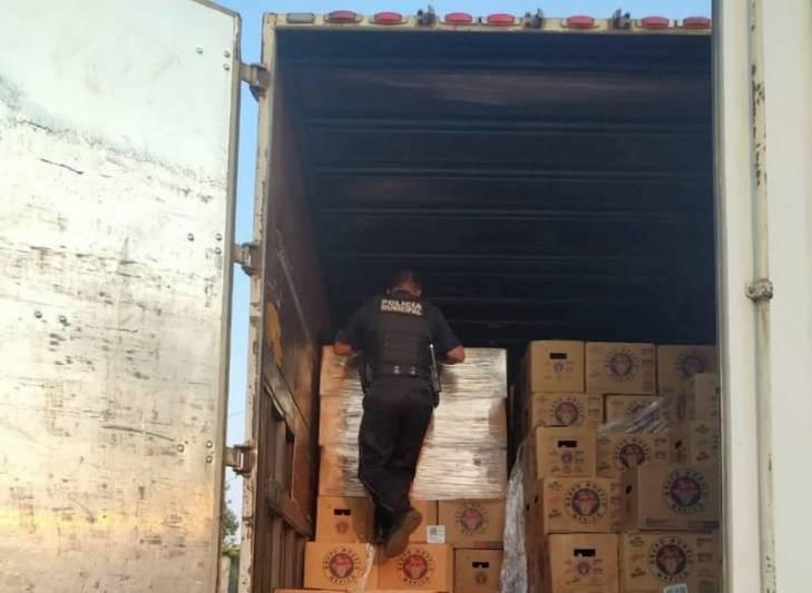 Aseguran tráiler con cerveza clandestina en El Rosario, SJR Querétaro