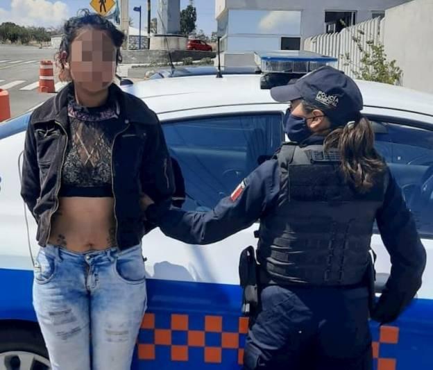 Detienen joven mujer con envoltorios de droga en San Juan del Río Querétaro