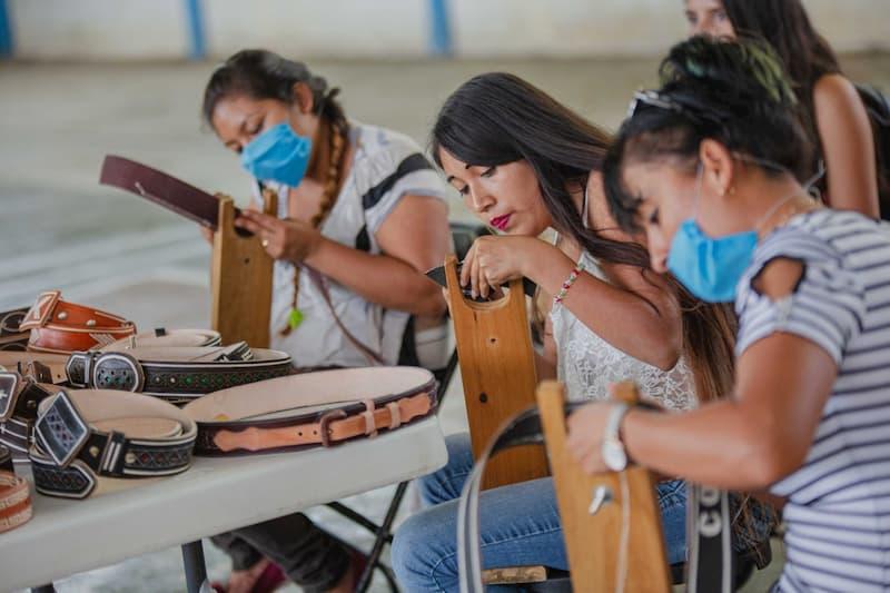 Jóvenes serranos aprovechan su beca de capacitación, que otorga el Gobierno de México
