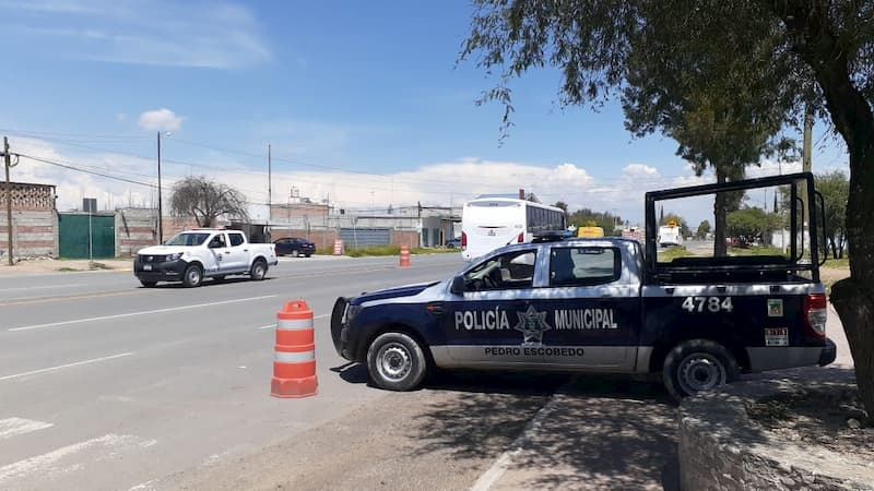 Ubican camioneta con arcos detectores en autopista, la recuperan en Pedro Escobedo