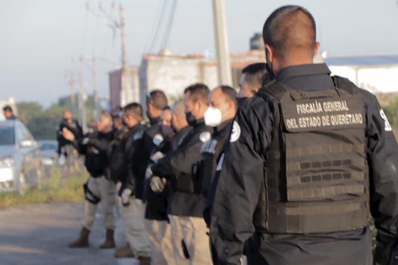 Localizan vehículos robados y armas en cateos simultáneos en Querétaro