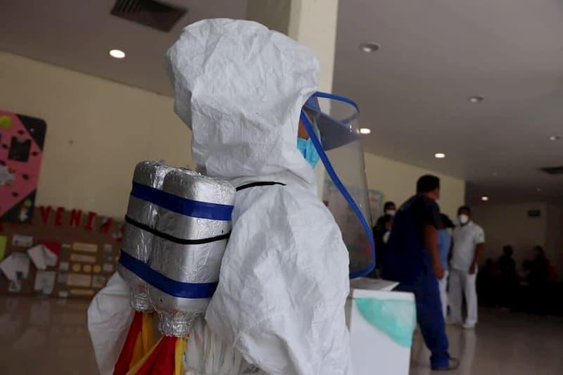 Nino Astronauta proteccion anticovid 19 en el IMSS de Oaxaca 4