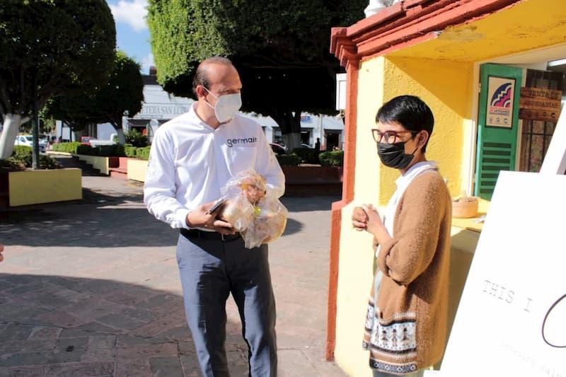 Regidor Germain Garfias promueve a artesanos sanjuanenses