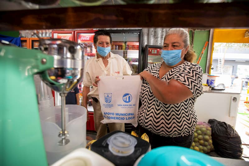 Inicia entrega de 3 mil kits sanitizantes en comercios de San Juan del Río