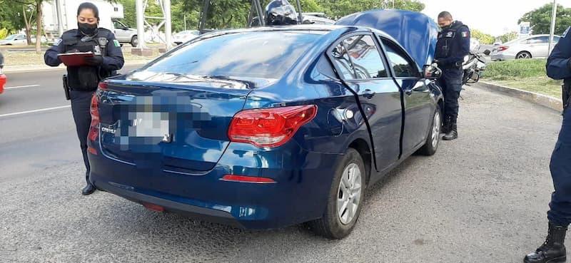 Policia-Estatal-recupera-vehiculo-con-reporte-de-robo-y-detiene-a-2-con-llaves-limadas-en-Queretaro1.jpg