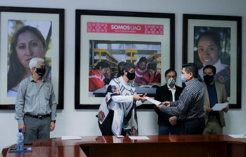 Rectora de la UAQ toma protesta a nuevos miembros del Consejo Ciudadano del SURTC(2)