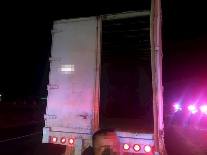 Detienen a 2 huachicoleros en tractocamión con gas robado en El Rosario, San Juan del Río