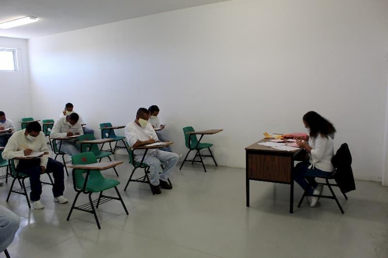 Presentan examen de bachillerato 70 internos de los CERESOS de Queretaro 1