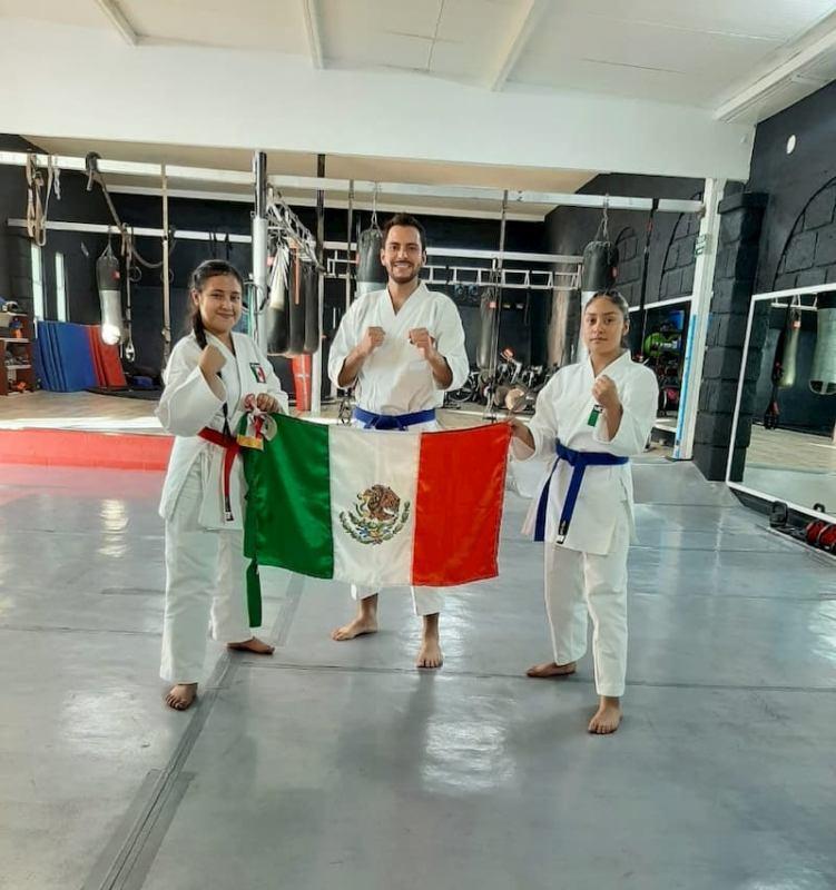 Queretanos ganan medallas en Panama Open Karate Parakarate 2