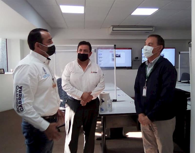 Diputado Roberto Cabrera visita planta Mitsubishi SJR QRO