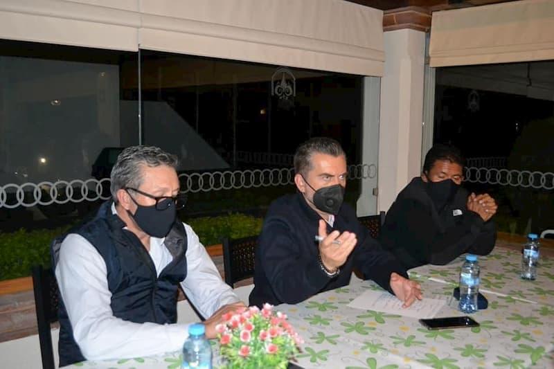 Diputado Hugo Cabrera se reunió con empresarios de Tequis para conocer las principales necesidades del sector