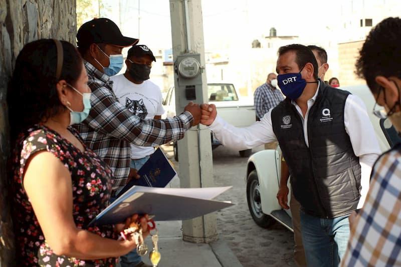 Entrega Municipio de Querétaro 27 escrituras a habitantes de Balcones de San Pablo II