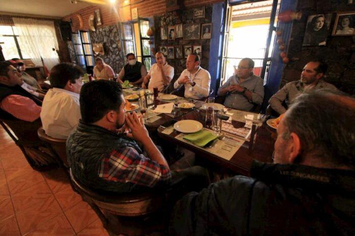Regidor Germain Garfias se reunió con empresarios restauranteros de San Juan del Río