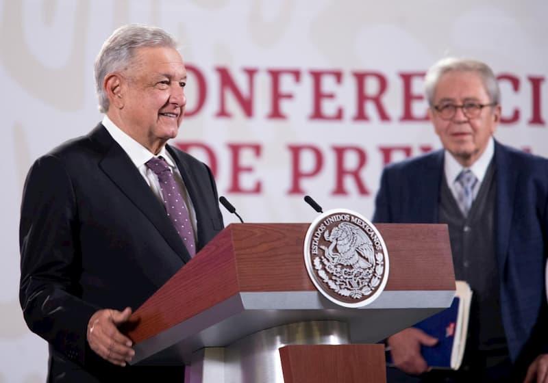 AMLO celebró la llegada del embarque de vacunas. mañana arribará primer embarque de Pfizer a México