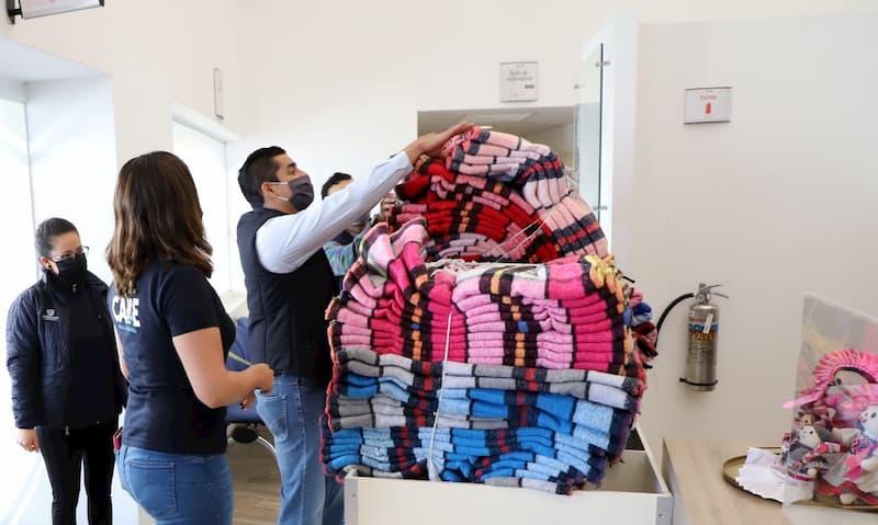 Municipio de Querétaro entrega cobijas a personas más vulnerables en temporada de frío