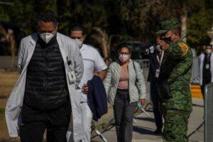 Vacunaran a mas de 2900 trabajadores de la salud en Queretaro SESEQ 10