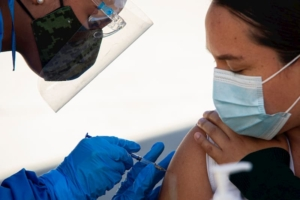 Vacunaran a mas de 2900 trabajadores de la salud en Queretaro SESEQ