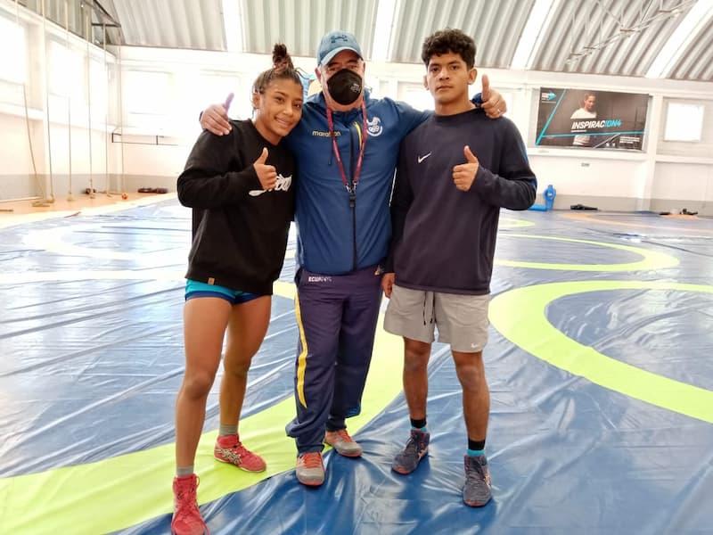Atletas de Ecuador concluyen campamento en Querétaro