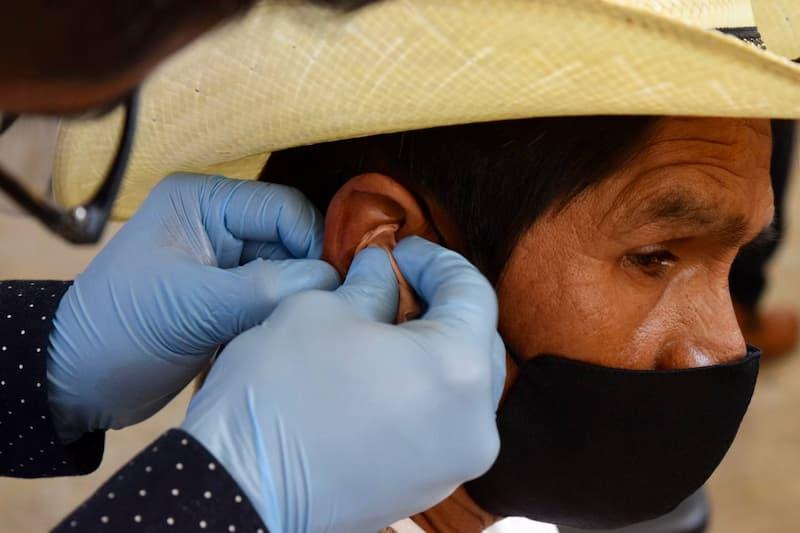 Se entregaron 56 aparatos auditivos en Landa de Matamoros