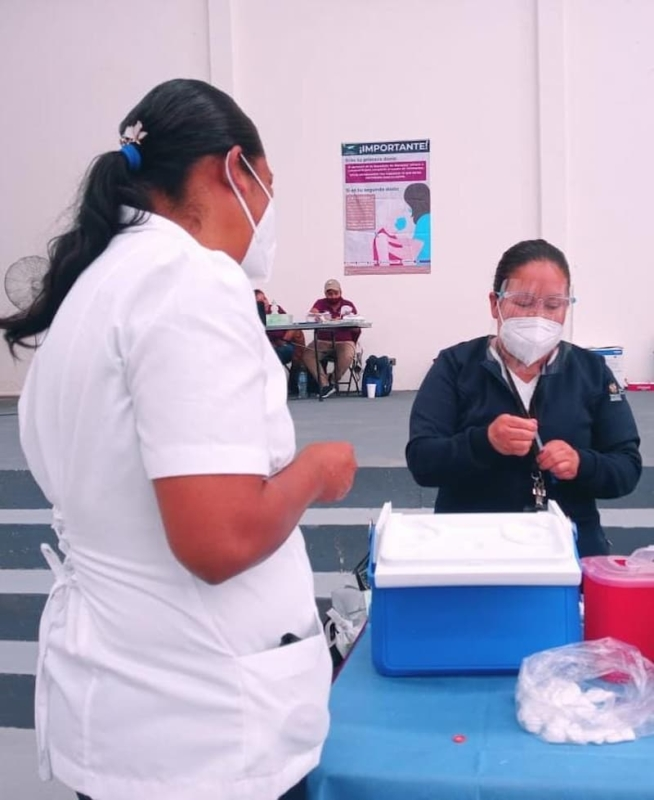 Adultos mayores de Peñamiller y Ezequiel Montes reciben vacuna contra COVID-19