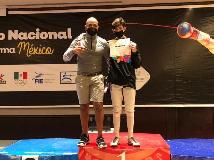 Atleta Máximo Azuela consigue dos oros en nacional de esgrima