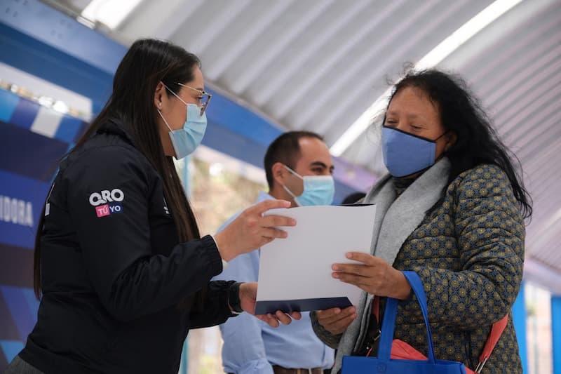 SEDESOQ entregó escrituras y títulos de propiedad en Corregidora