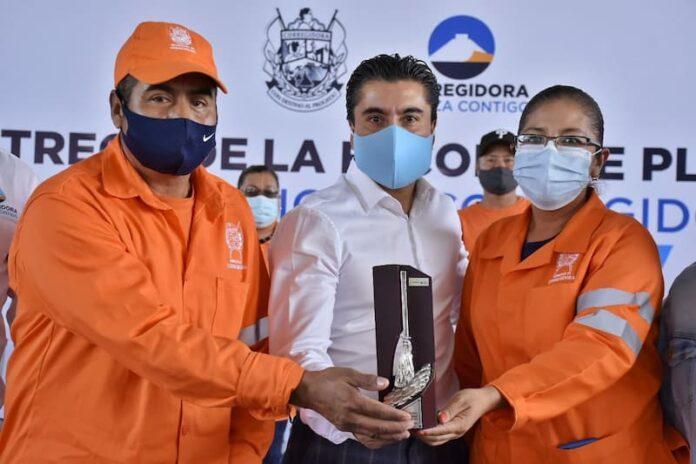 Recibe Corregidora el premio Escoba de Platino