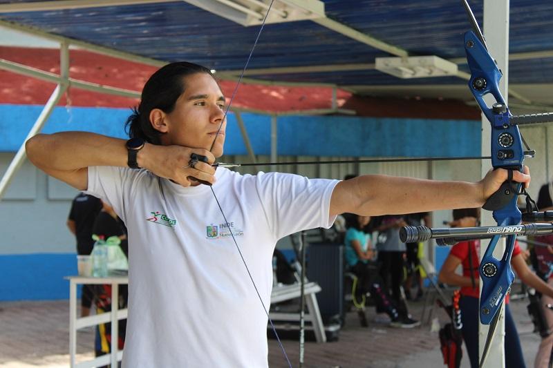 Javier Rojas, arquero queretano se prepara para próximo ciclo olímpico