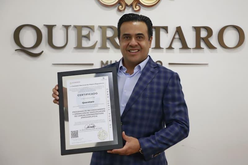 Luis Nava obtiene certificado PRO-SIMPLIFICA para el Municipio de Querétaro