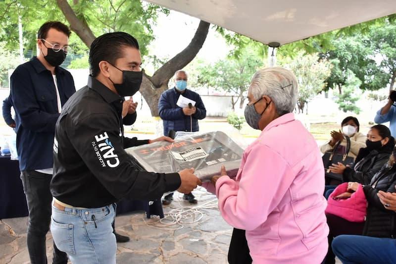 Municipio de Corregidora entregó lonas a 15 tianguis