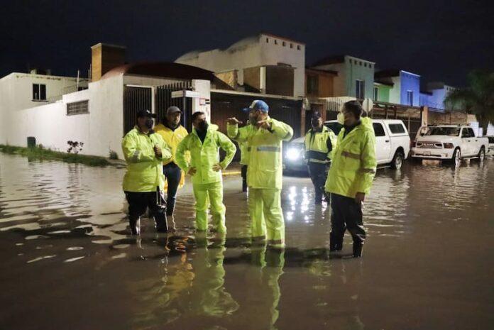 Roberto Sosa encabezó operativo por lluvias en Corregidora