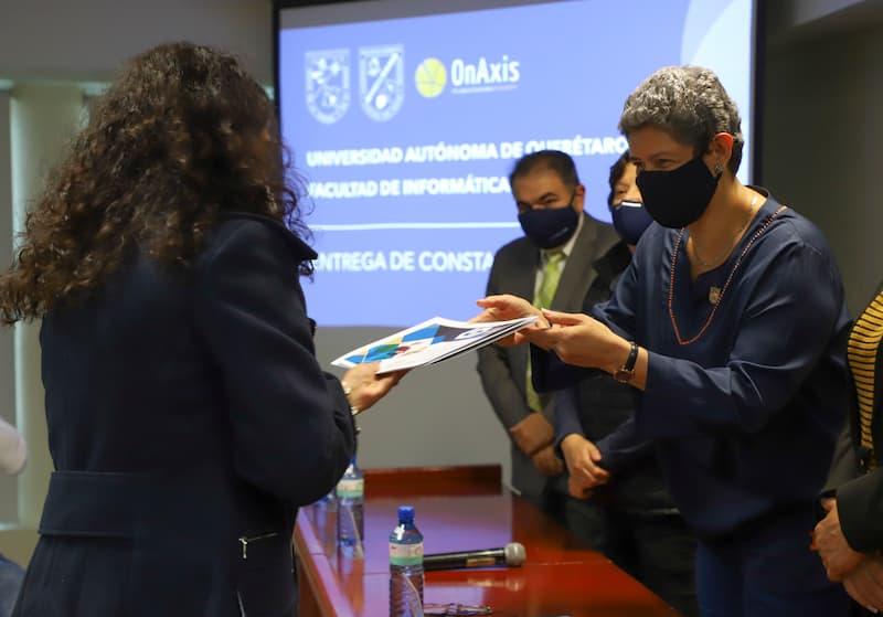 """Entregó UAQ constancias del taller """"Comunicación afectiva y trabajo en equipo"""""""