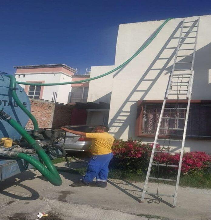 Refuerza Municipio de Querétaro el reparto de agua potable en apoyo a población